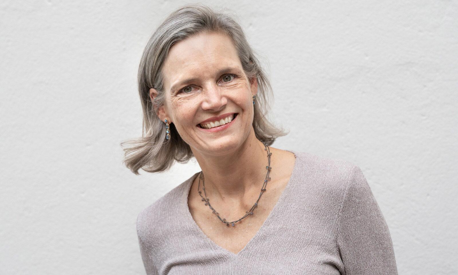 Franziska Schaedelin Goldschmiedin. Franziska Schädelin, Goldschmiedin, Inhaberin und Geschäftsführerin