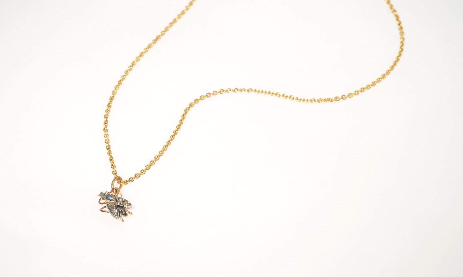 Anhaenger fliege. Anhänger in Form einer Fliege, Paris um 1850, Silber und Roségold mit Safir und 4 Diamanten im Rosenschliff, CHF 980.- / Kette Roségold 750 Anker 1.3 mm, CHF 520.-