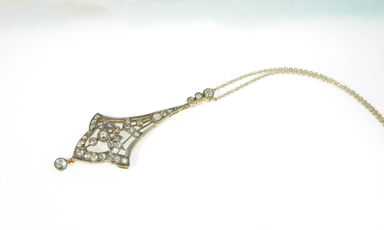 Anhaenger Jugendstil Silber. Anhänger Jugendstil, Silber auf Gelbgold 750 mit Diamanten, an Kette Weissgold 750, CHF 4800.-