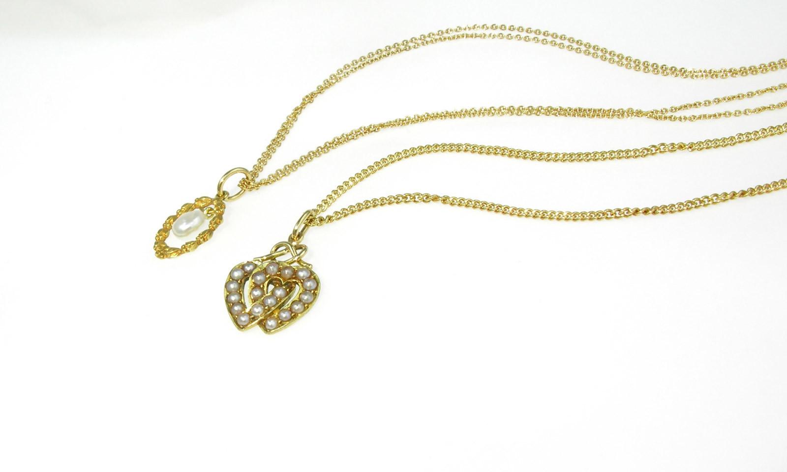 Anhaenger Perlen Antik. 2 Anhänger Gold 916 und 750 mit Naturperlen, Mitte 19. Jhd., je CHF 950.- (ohne Kette)