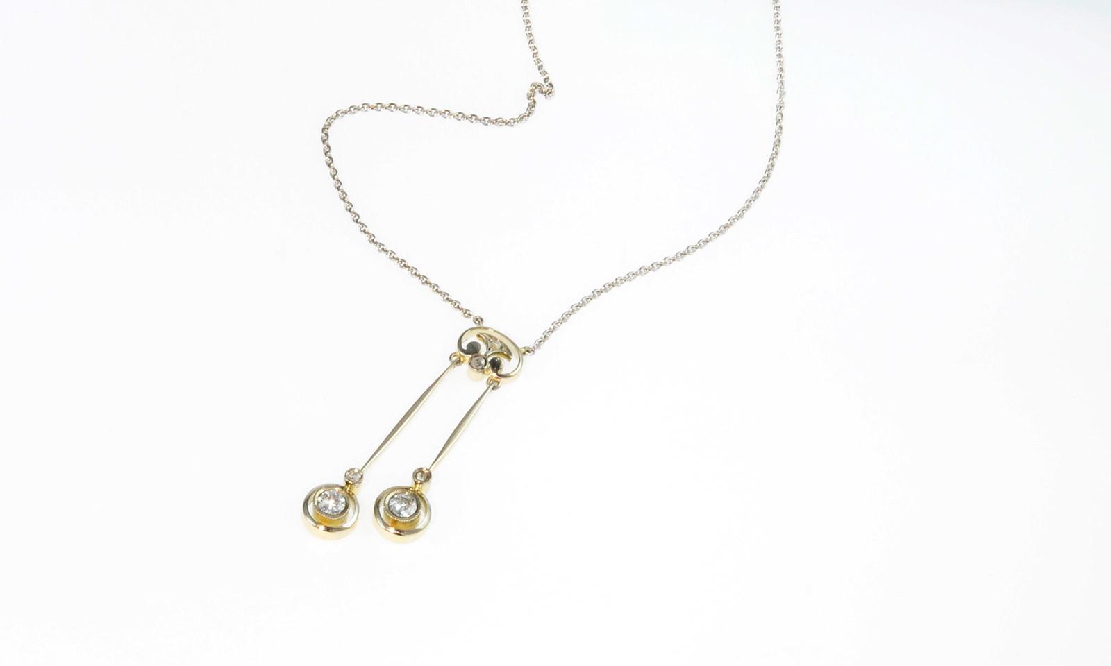 Collier 30Er Jahre. Negligé-Anhänger 1930-er Jahre, Weissgold auf Gelbgold 585 mit 2 Altschliff-Diamanten d 3.0 mm, CHF 2100.-