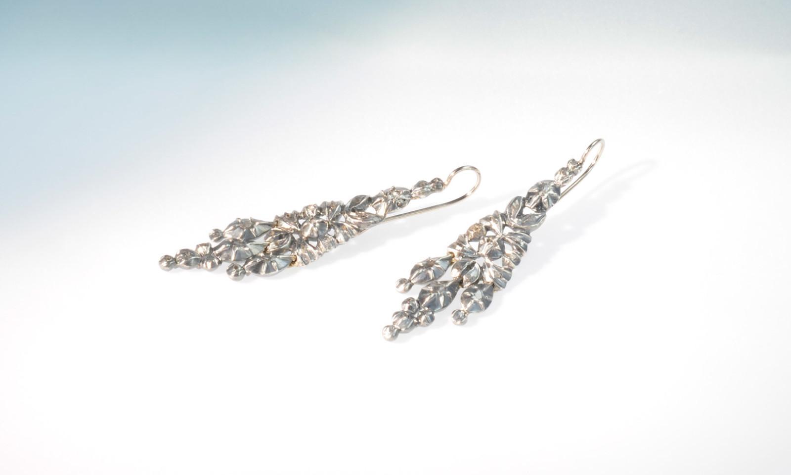 Ohrhaenger Achtzehntes Jhd. Ohrhänger Silber mit Diamanten, um 1750, Länge 5.5 cm, Haken Weissgold 750 neu montiert, CHF 3200.-