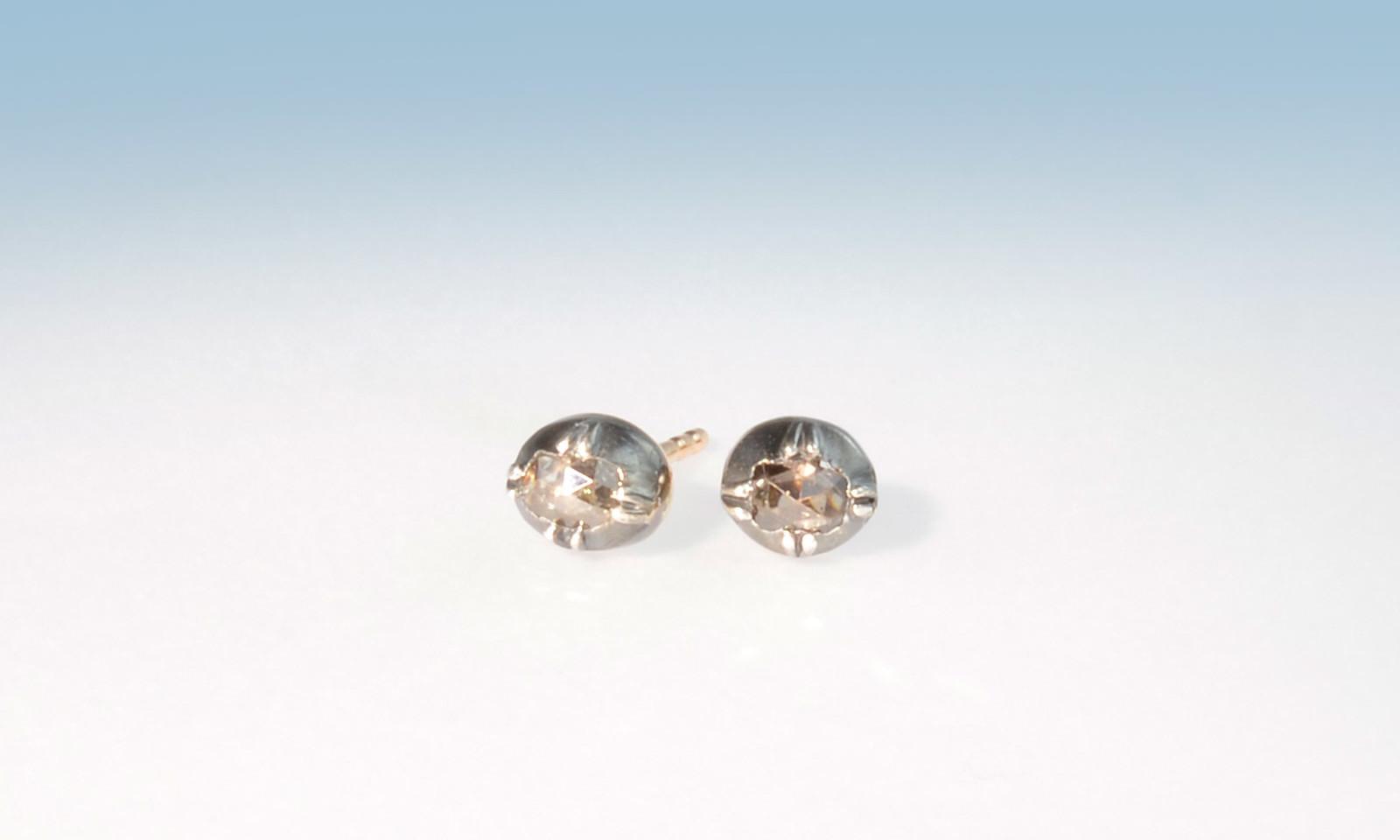 Ohrstecker diamantrosen. Ohrstecker mit Diamanten im Rosenschliff, um 1800, Silber auf Rotgold 750, CHF 1100.-