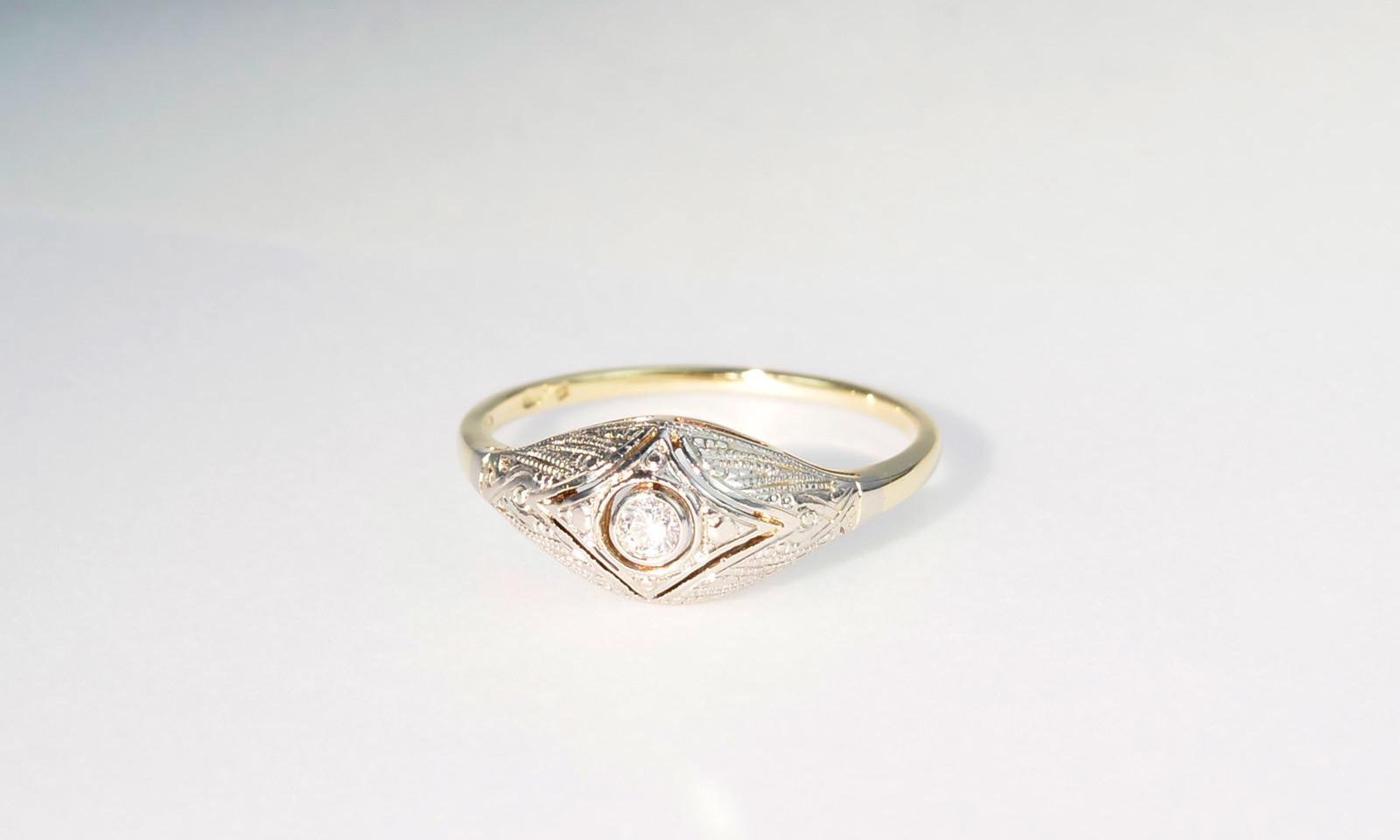 Ring antik graviert. Ring Platin auf Gelbgold 585, Tschechoslowakei um 1920, mit Brillant d 2.3 mm, CHF 1550.-