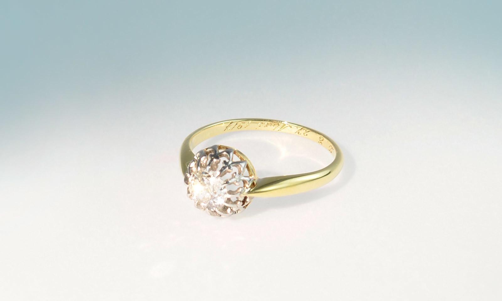 Ring antik solitaer. Ring Platin auf Gelbgold 750, um 1917, mit Diamant im Altschliff 4.5 x 5 mm, CHF 1900.-
