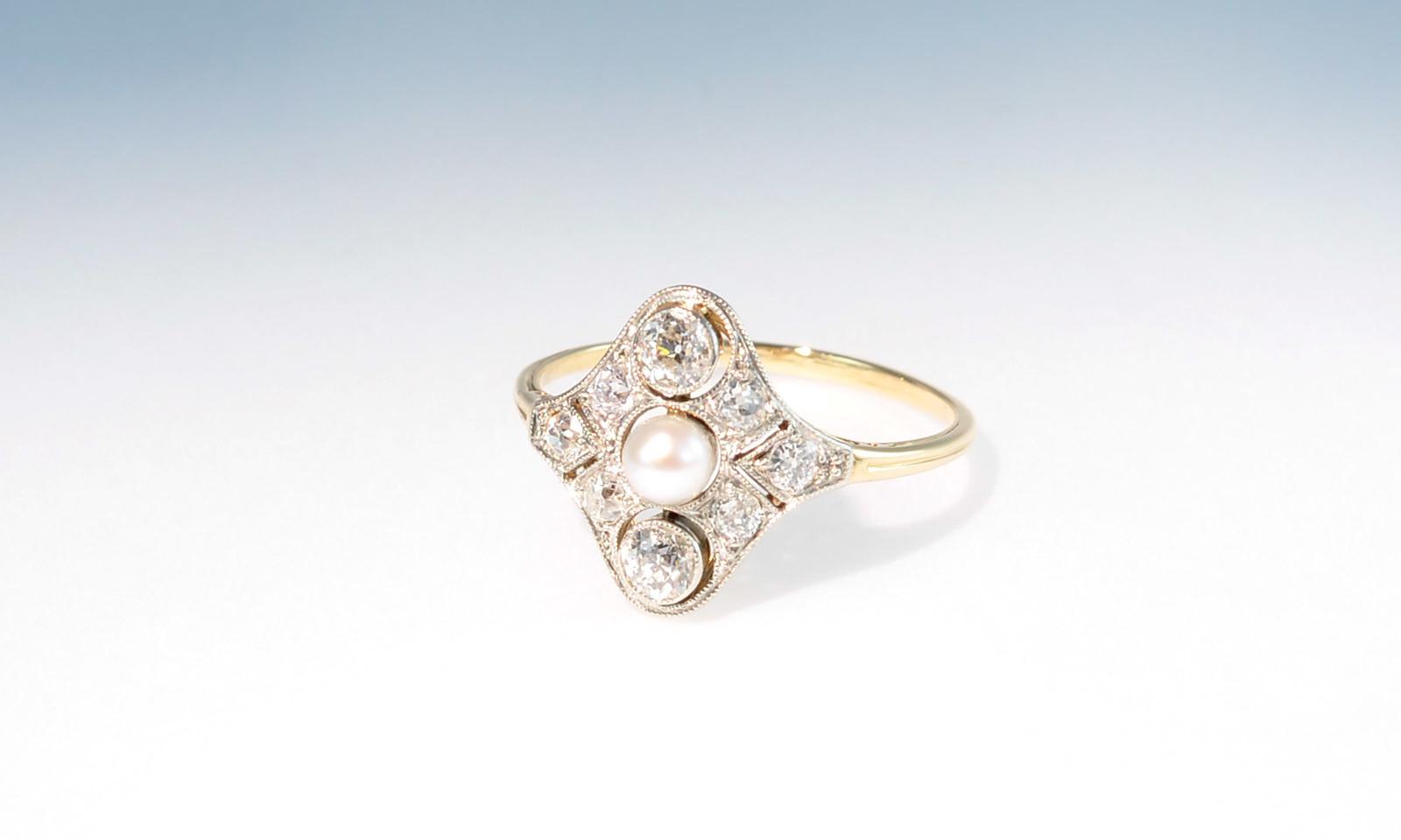 Ring belle epoque fein. Ring Belle Epoque, Platin auf Gelbgold 585, mit 8 Diamanten im Altschliff 2-3 mm ca. 0.5 ct. und Akoyaperle d 3.8 mm, CHF 2900.-