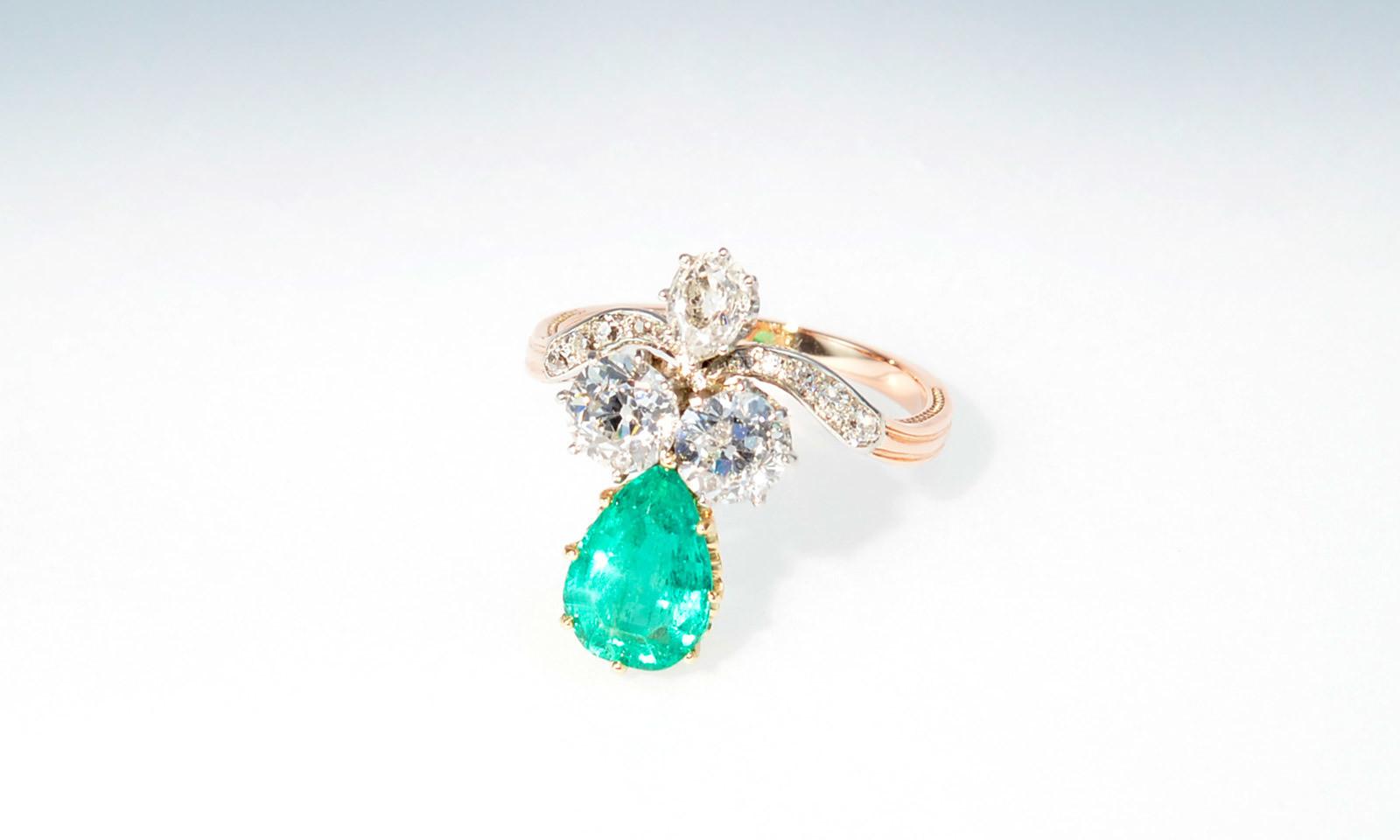 Ring belle epoque smaragd. Ring Belle Epoque, Platin auf Rotgold, mit Smaragd 1.64 ct. (Kolumbien), 2 Diamanten Altschliff ca. 1.0 ct., Diamant-Tropfen und 10 kleinen Diamanten, CHF 8500.-