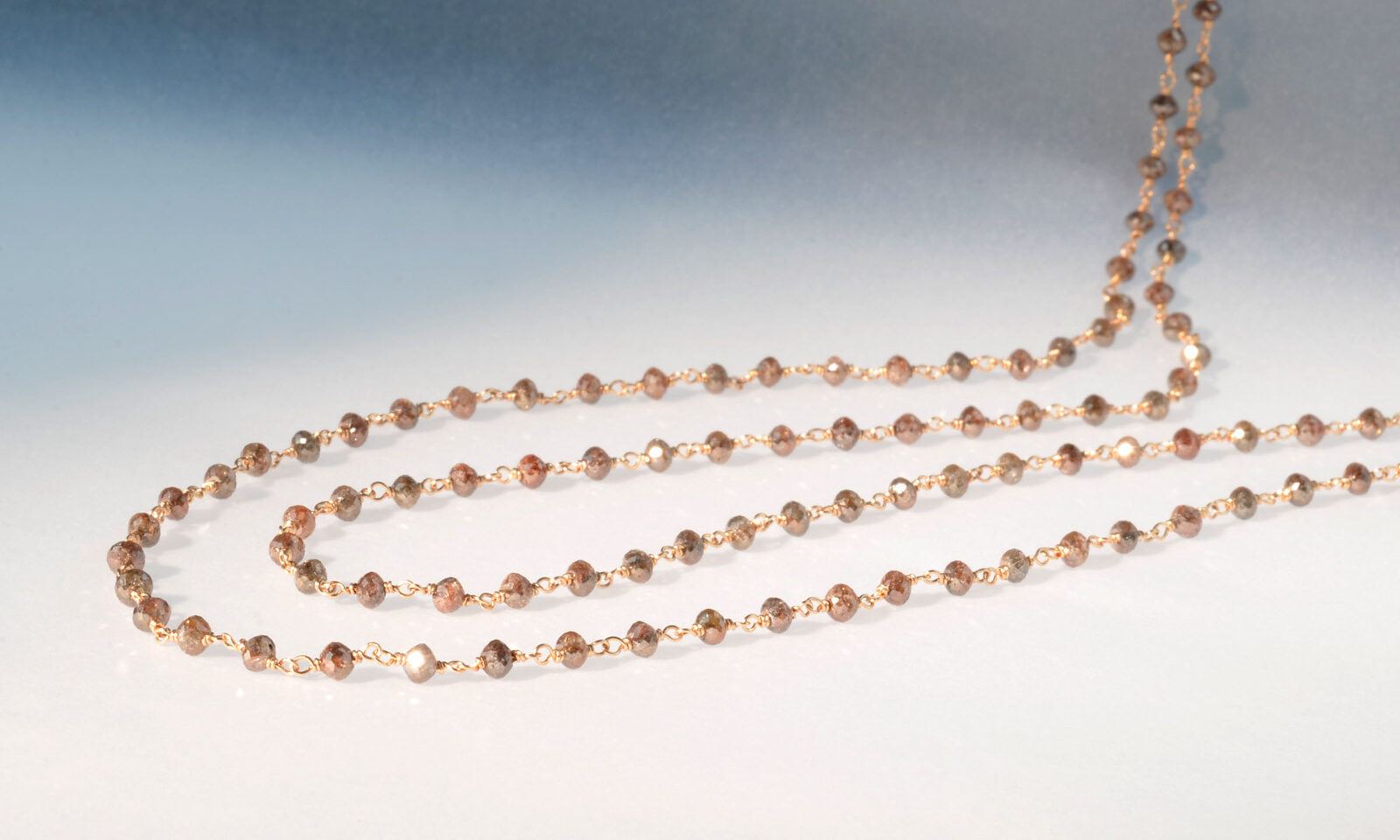 Diamkette braun rg. Kette Diamant braun naturfarben d 3 mm, 27.73 ct., von Hand montiert auf Draht aus Rotgold 750, Länge 118 cm, CHF 5900.-
