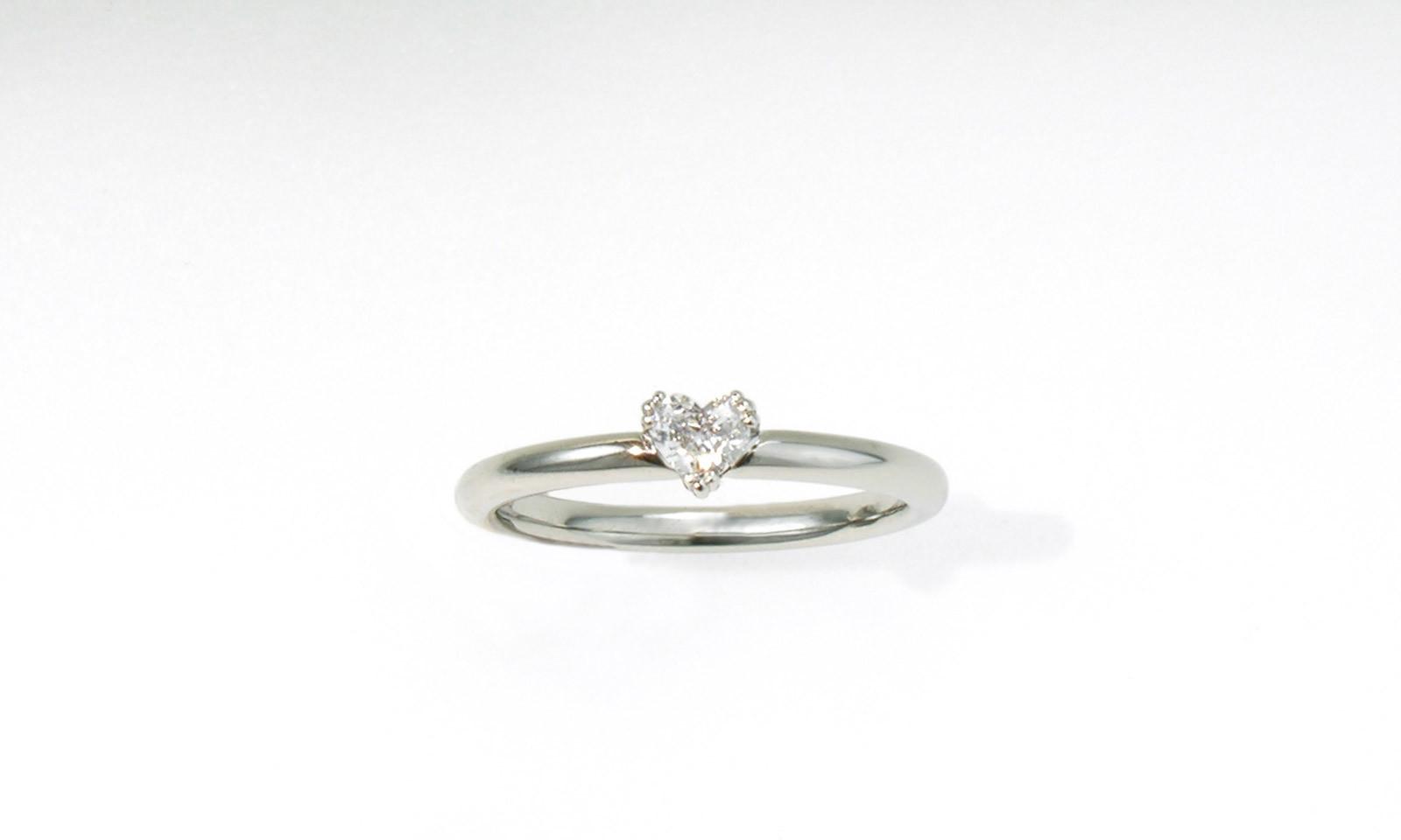 Solitaer Herz Diamant. Ring mit Diamant TW vs 0.16 ct. in Herzform, Weissgold 750, CHF 2950.-