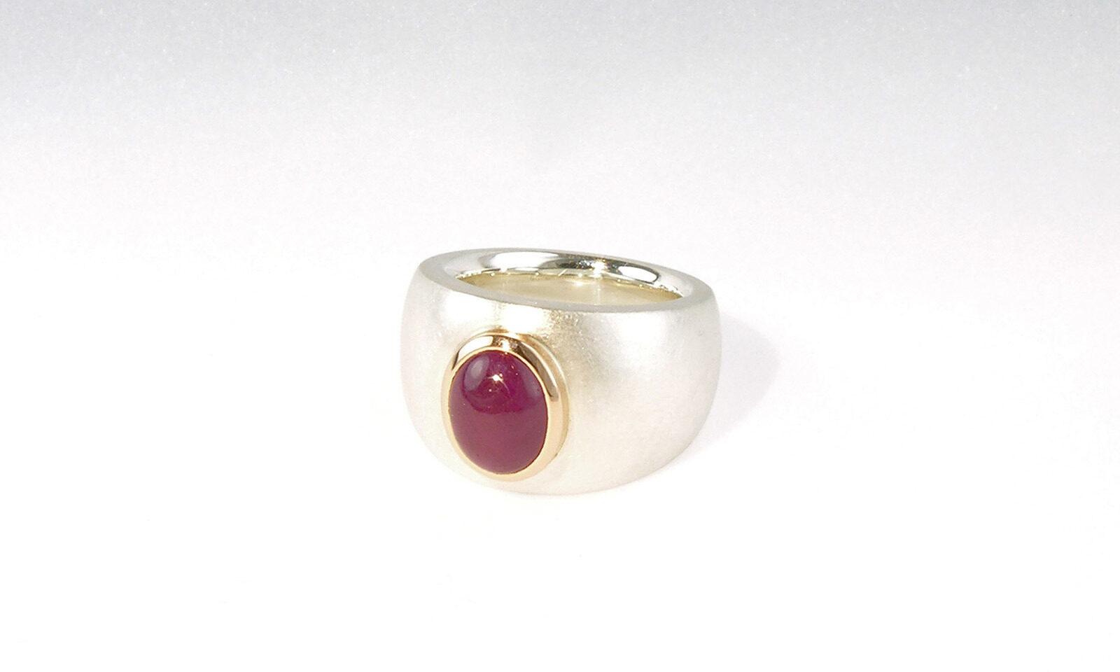 Ring Rubin Silber. Ring Silber 925 und Rotgold 750 mit Rubin Cabochon 3.28 ct., CHF 2800.-