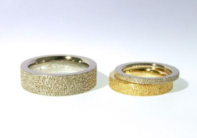 Eheringe Weissgold und Gelbgold 750 mit Struktur, individuelle Anfertigung nach Kundenwunsch