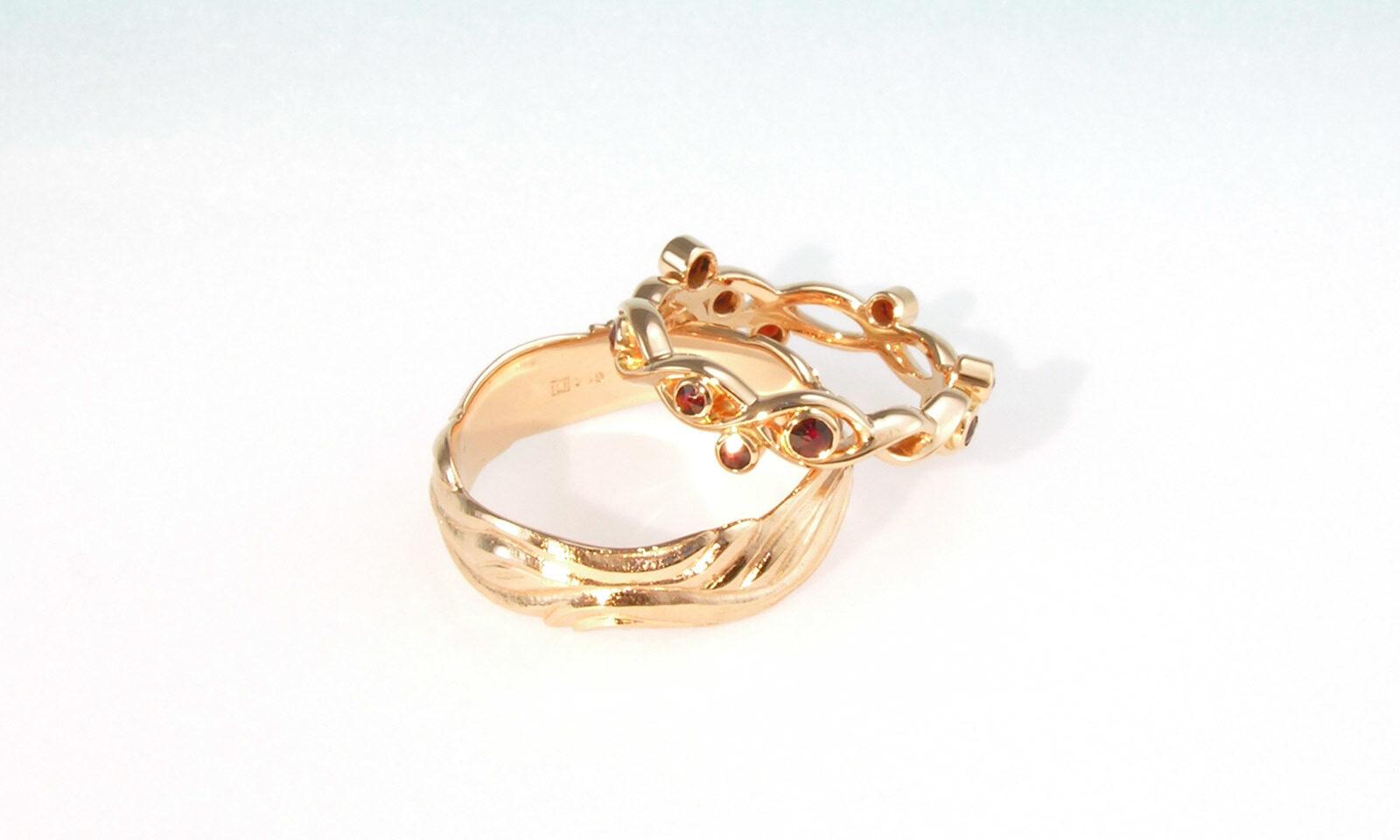 Rotgold Granat. Eheringe Rotgold mit Granat, individuelle Anfertigung für Kunden